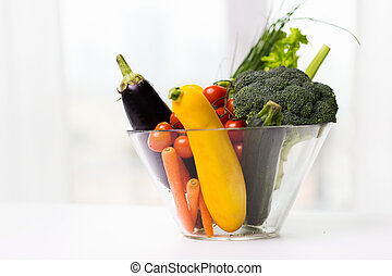rijp, groentes, kom, op, glas tafel, afsluiten
