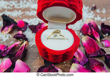Ring, box, rose petals - focus ring
