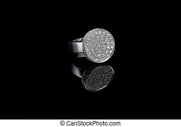 ring, diamant, schwarzer hintergrund