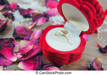 Ring in a box, rose petals - focus ring
