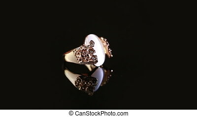 ring with big stone. turns slowly