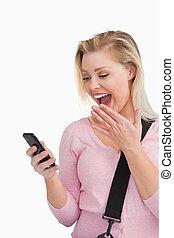 ringa, henne, mobil, snopen, se, kvinna, blondin