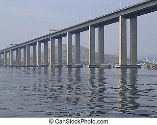 Rio-Niterói Bridge, connecting Rio de Janeiro to Niterói,...