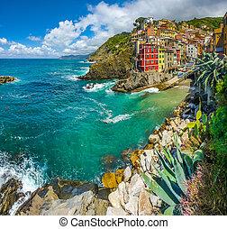 Riomaggiore fisherman village in Cinque Terre, Liguria,...