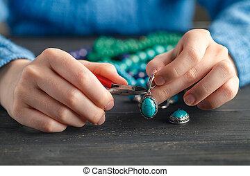 riparare, gioielleria, catena, argento, pinze, o, creare