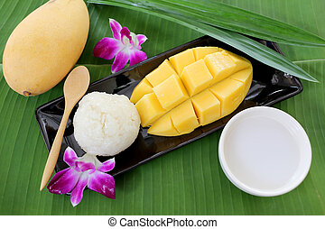 Ripe mango sticky rice. - Ripe mango sticky rice is dessert...