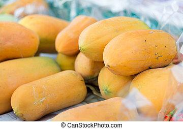 ripe papayas for sell