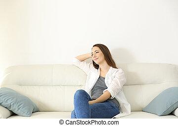 riposare, donna, spazio, divano, sopra, copia