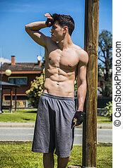 riposare, esterno, shirtless, secondo, giovane, allenamento, uomo