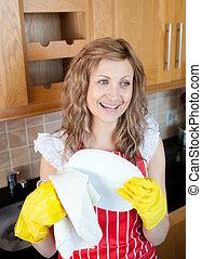 rir, loura, mulher, secar, pratos