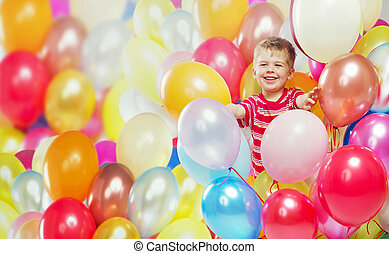 rir, menino, tocando, entre, a, balões