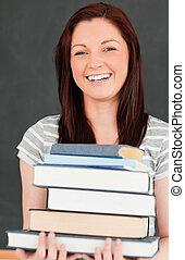 rir, mulher jovem, trazer, livros
