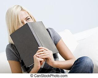 rir, mulher segura, um, livro