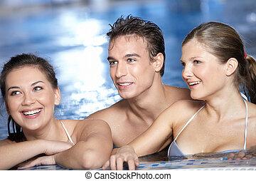 rire, amis dans piscine