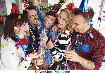 rire, et, célébrer, les, nouvelles années veille
