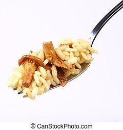 risotto, con, funghi, su, uno, forchetta