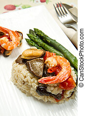 risotto with shrimp, mussels, asparagus and mushrooms