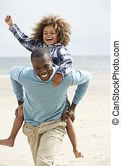 ritje op de rug, strand, vader, spelend, zoon