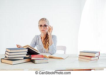 ritratto affari, bello, tavola, insegnare, libri, donna, biondo
