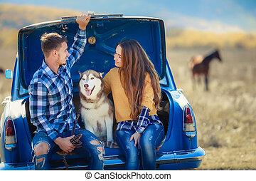 ritratto, convertible., giovane famiglia, cane