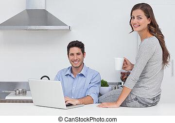 ritratto, coppia, cucina