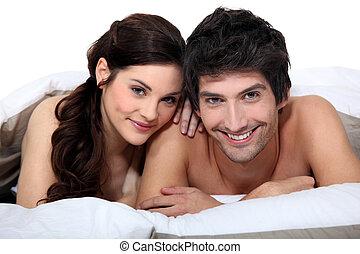 ritratto, coppia, giovane, letto