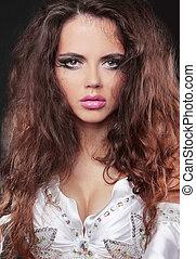 ritratto, di, bella donna, con, lungo, capelli ricci