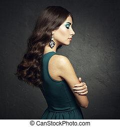 ritratto, di, bello, brunetta, donna, in, vestito verde