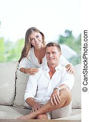 ritratto, di, bello, giovane coppia, in, casa estate, ambiente