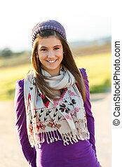 ritratto, di, carino, ragazza adolescente, con, sciarpa, e,...