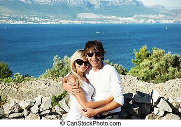 ritratto, di, coppia felice, godere, vacanze, spiaggia