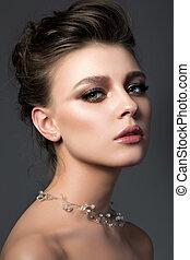 ritratto, di, giovane, bella donna, con, nuziale, trucco, e, coiffure