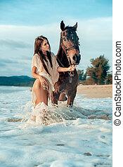 ritratto, di, un, attraente, donna camminando, con, uno, cavallo