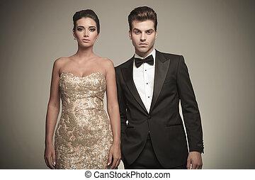 ritratto, di, uno, elegante, giovane coppia, proposta