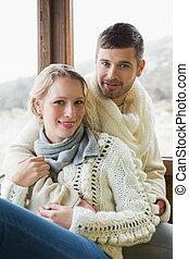 ritratto, di, uno, giovane coppia, in, abbigliamento inverno