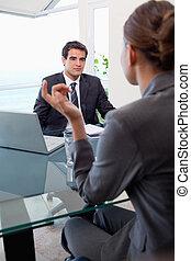 ritratto, di, uno, giovane, squadra affari, durante, uno, riunione