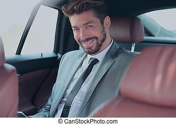 ritratto, di, uno, riuscito, uomo affari, in, suo, automobile