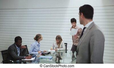 ritratto, di, uomo, in, stanza riunione