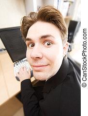 ritratto, divertente, computer, lavorativo, uomo affari