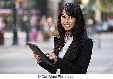 ritratto, donna d'affari, usando, pc tavoletta