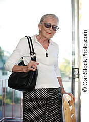 ritratto, donna senior, indoors.