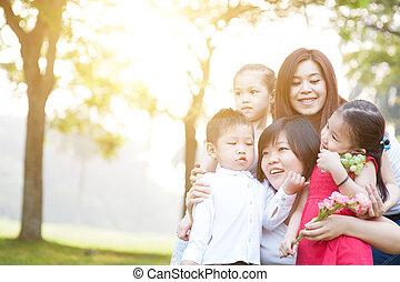 ritratto, gruppo, famiglia asiatica