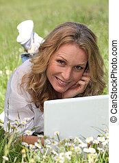 ritratto, laptop, donna