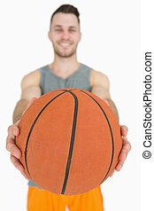 ritratto, presa a terra, uomo, giovane, pallacanestro, felice
