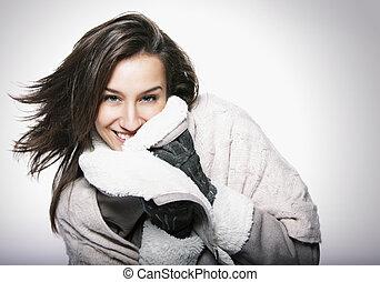 ritratto ragazza, con, capelli volatori, e, abbigliamento inverno