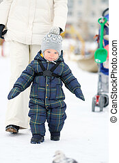 ritratto, ragazzo, bambino primi passi, inverno, madre