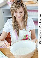 ritratto, torta, cucina, preparare, donna, felice