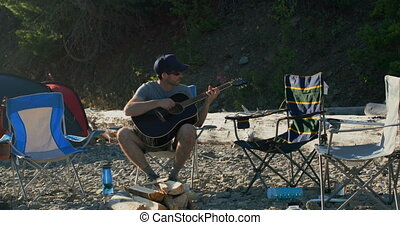 rive, homme, 4k, guitare jouer