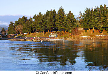 River Bank in Cascade Locks Oregon. - The town of cascade...
