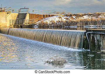 river diversion dam in northern Colorado - river diversion ...